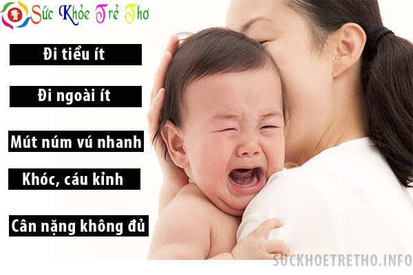 Dấu hiệu của bé giúp nhận biết mẹ ít sữa