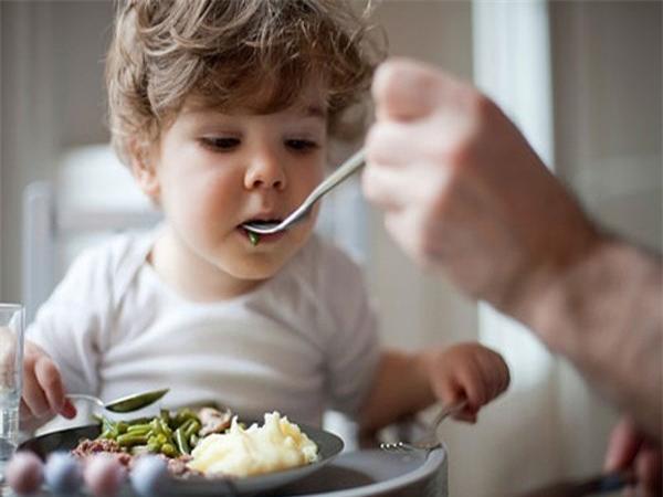 Thực hư chuyện con lười ăn mẹ cho uống B1 ăn thun thút 1