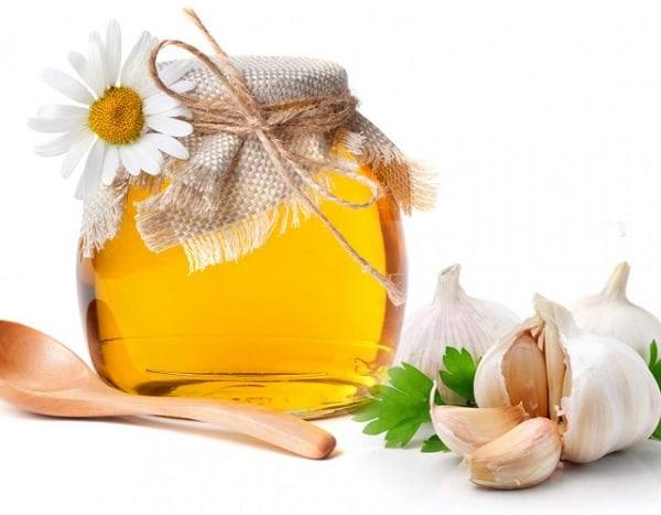 Chữa ho cho bé bằng tỏi ngâm mật ong