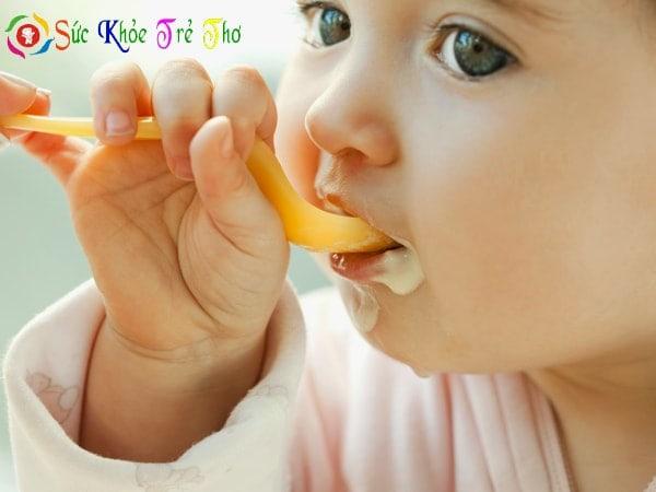 Lợi ích của ăn dặm kiểu Nhật là giúp bé hào hứng khám phá thức ăn