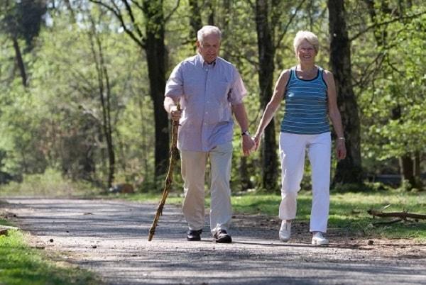 Bị thoái hóa đốt sống lưng có nên đi bộ hay không 3