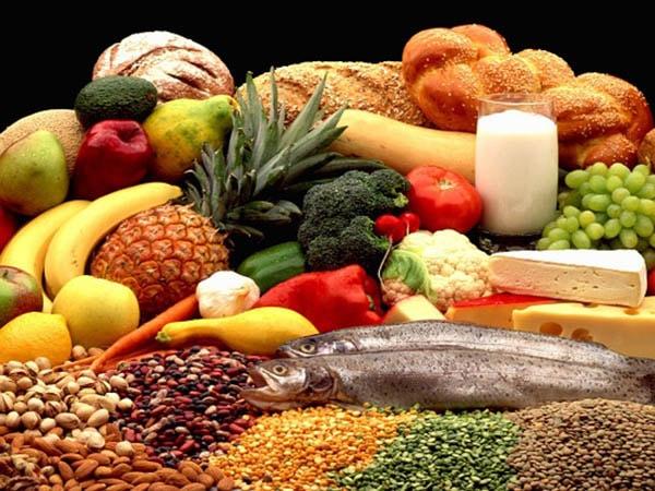 Trẻ bắt đầu ăn dặm nên ăn gì và chưa nên ăn gì?