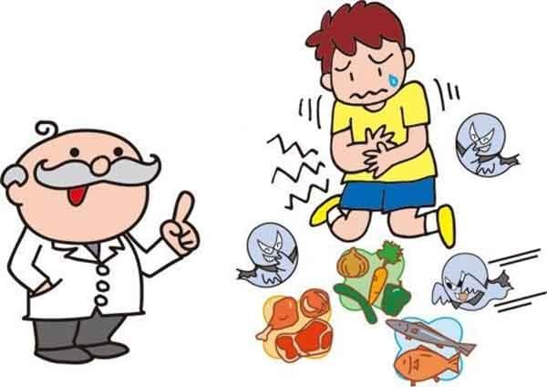 Bé bị đau bụng từng cơn và buồn nôn do bị ngộ độc thực phẩm