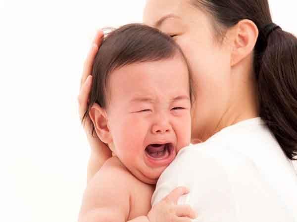 Xử trí thế nào khi trẻ thường xuyên kêu đau bụng?