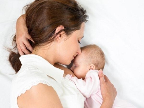 Có rất nhiều nguyên nhân khiến bé không thích bú sữa mẹ