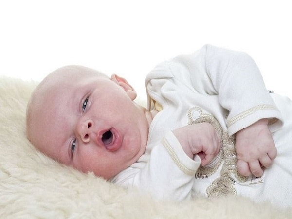 Mẹ cần làm gì khi trẻ sơ sinh bị ho?