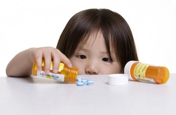 Không nên cho trẻ dùng thuốc ho người lớn