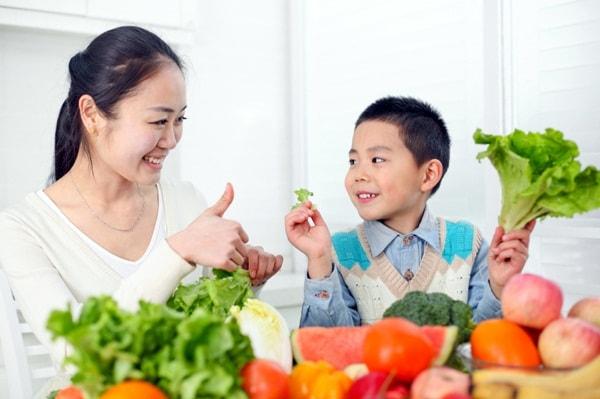 Khen ngợi trẻ giúp tinh thần trẻ tốt hơn