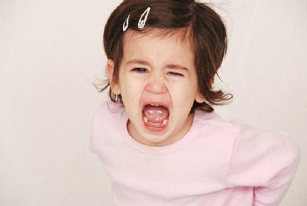 """10 mẹo hay ứng phó với cơn """"ăn vạ"""" của trẻ"""
