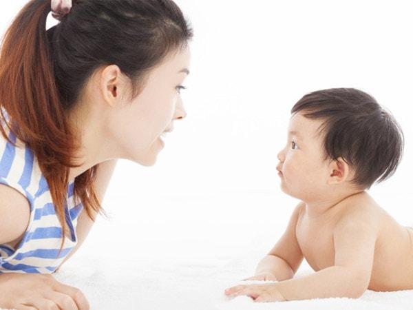 Các mốc phát triển ngôn ngữ của trẻ từ 0 - 5 tuổi bố mẹ không nên bỏ qua