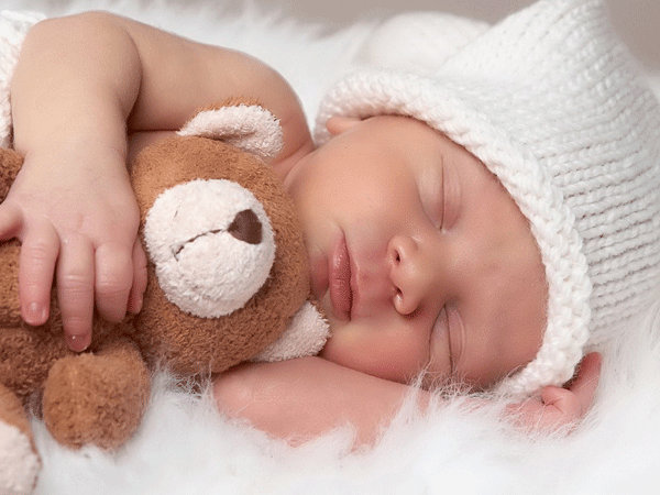 Thời gian trẻ ngủ ban đêm cũng dài từ 6 – 8 tiếng.