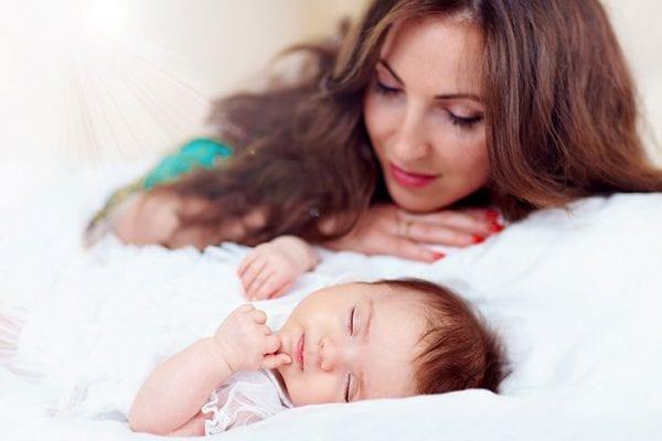 Có rất nhiều mẹo hay giúp trẻ hết vặn mình và ngủ ngon hơn