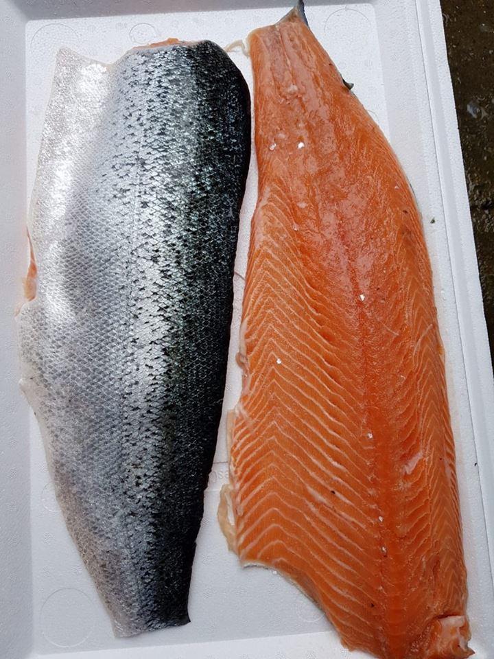 Cách chọn cá hồi ngon để nấu cháo cho trẻ ăn dặm