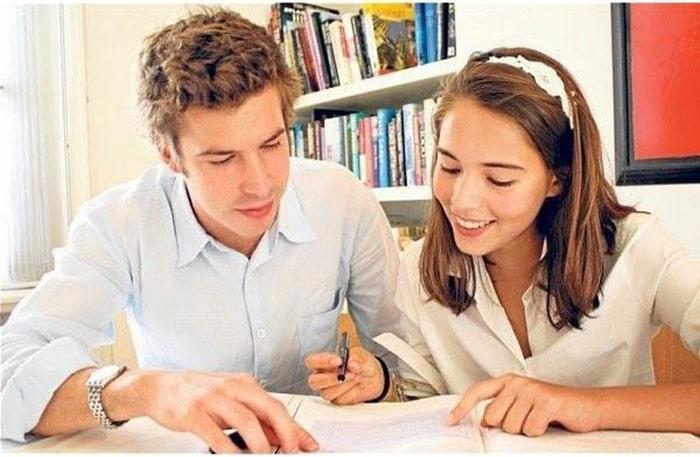 Gia sư sinh viên đôi khi gặp khó khăn trong việc kiềm chế cảm xúc