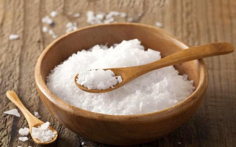 Mẹ không nên cho muối vào đồ ăn dặm của trẻ