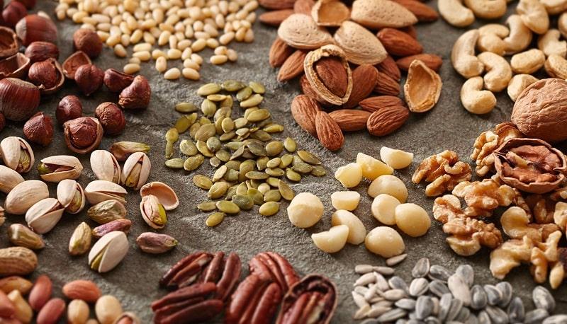 Nên tránh cho trẻ ăn các loại hạt cứng