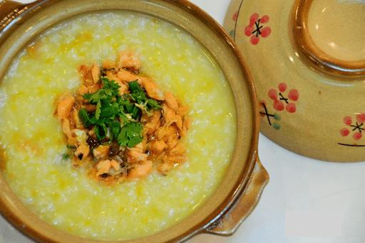Món cháo cá lóc với đậu xanh nấm rơm