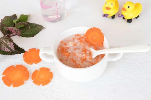 Cháo cá lóc với bí đỏ, táo tây, cà rốt
