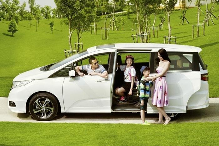 Những điều cần quan tâm khi mua xe ô tô cho gia đình có con nhỏ