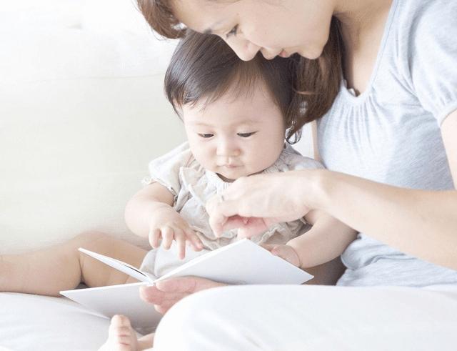 Truyện tranh, sách là những công cụ hữu ích dạy bé chậm nói hiệu quả